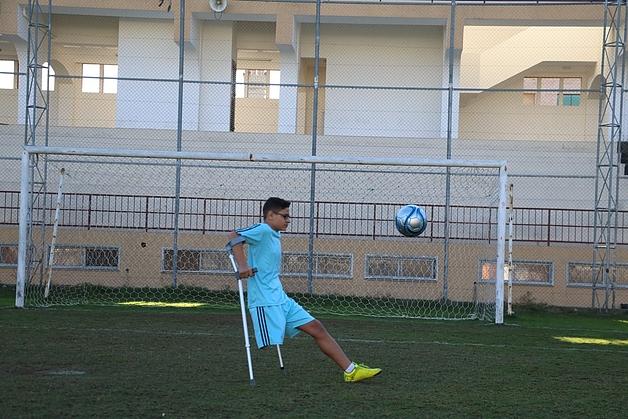 """""""Uso muletas para jugar al fútbol y mi entrenador dice que soy uno de los mejores"""""""
