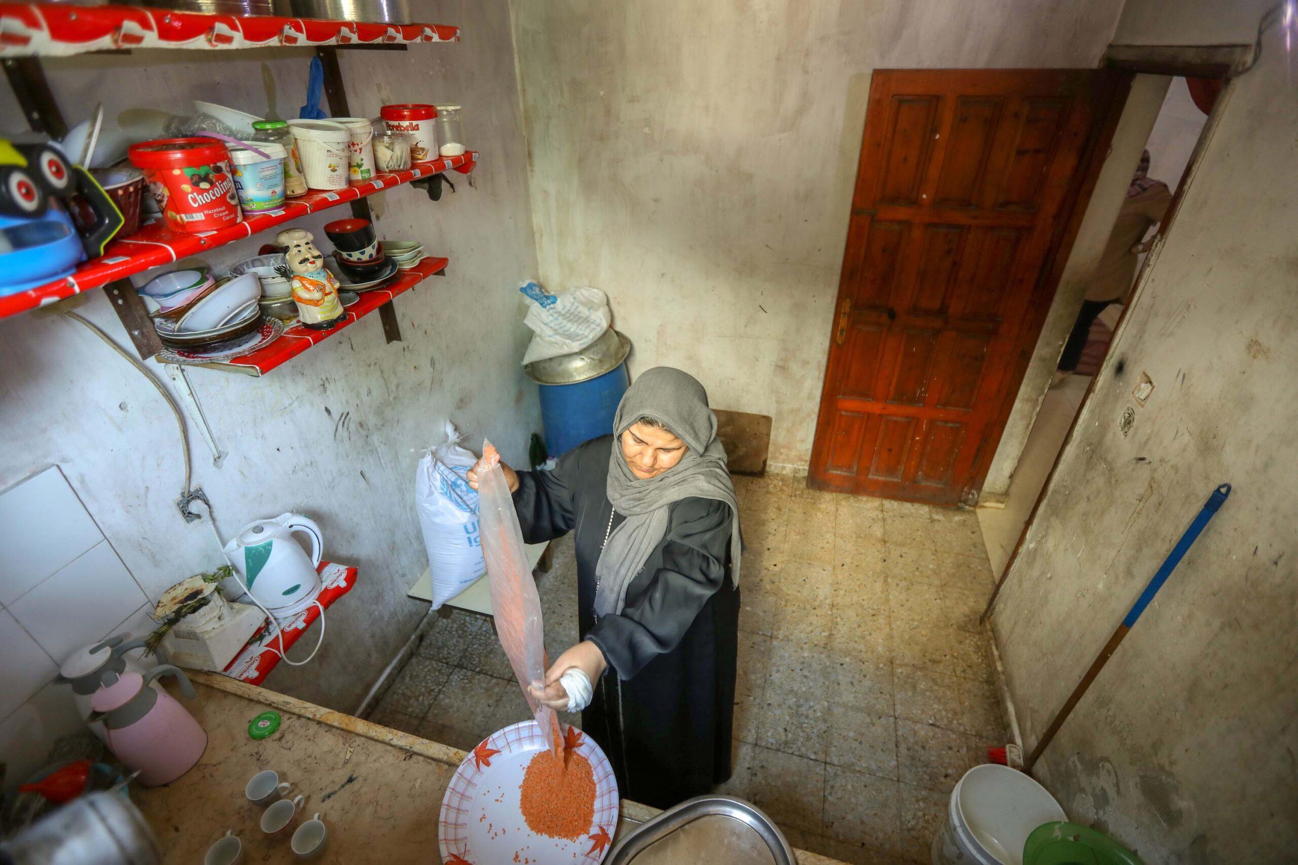 En la franja de Gaza, deber dinero es parte del día a día