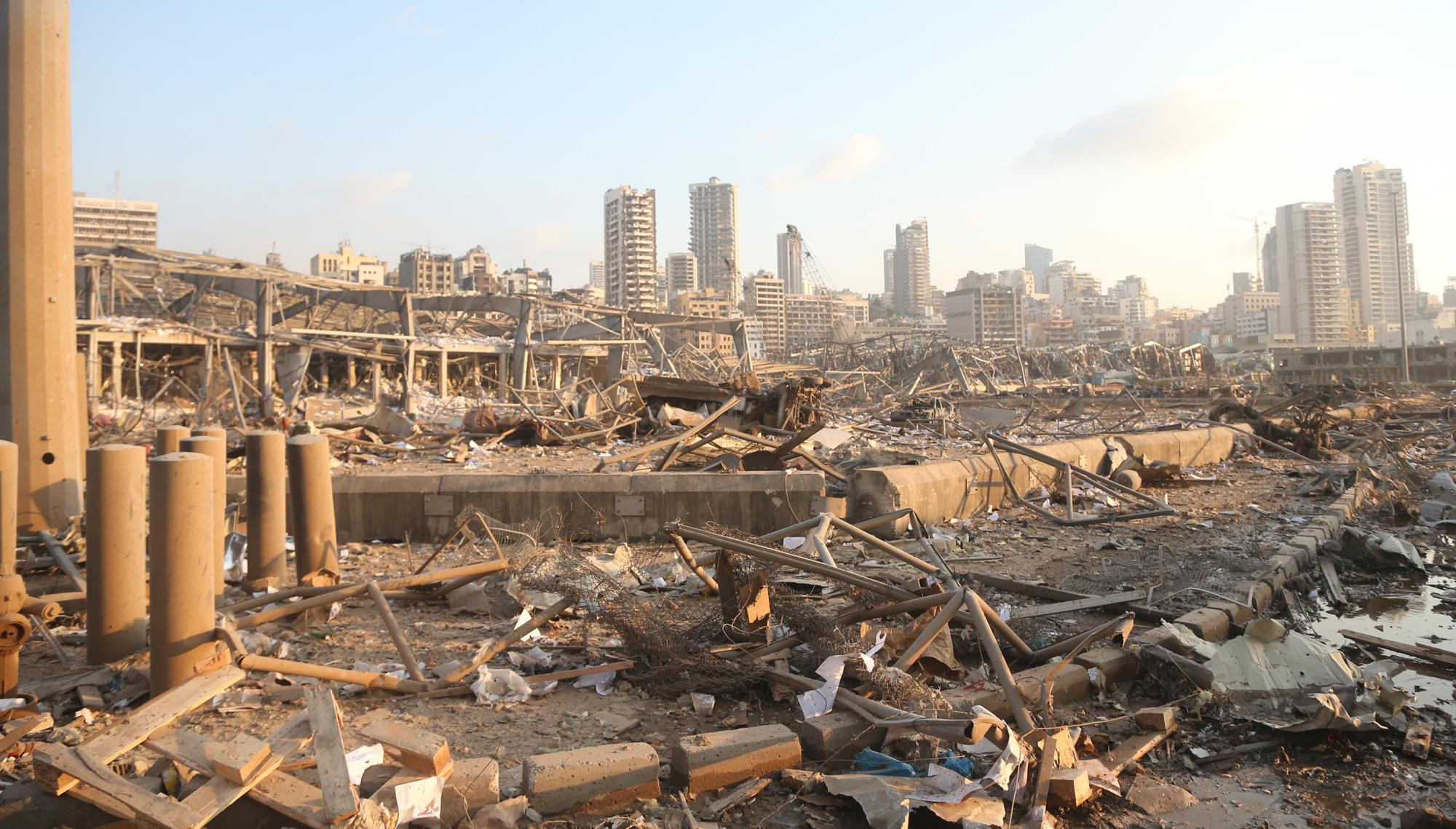 Los efectos de la explosión en Beirut aún resuenan un año después