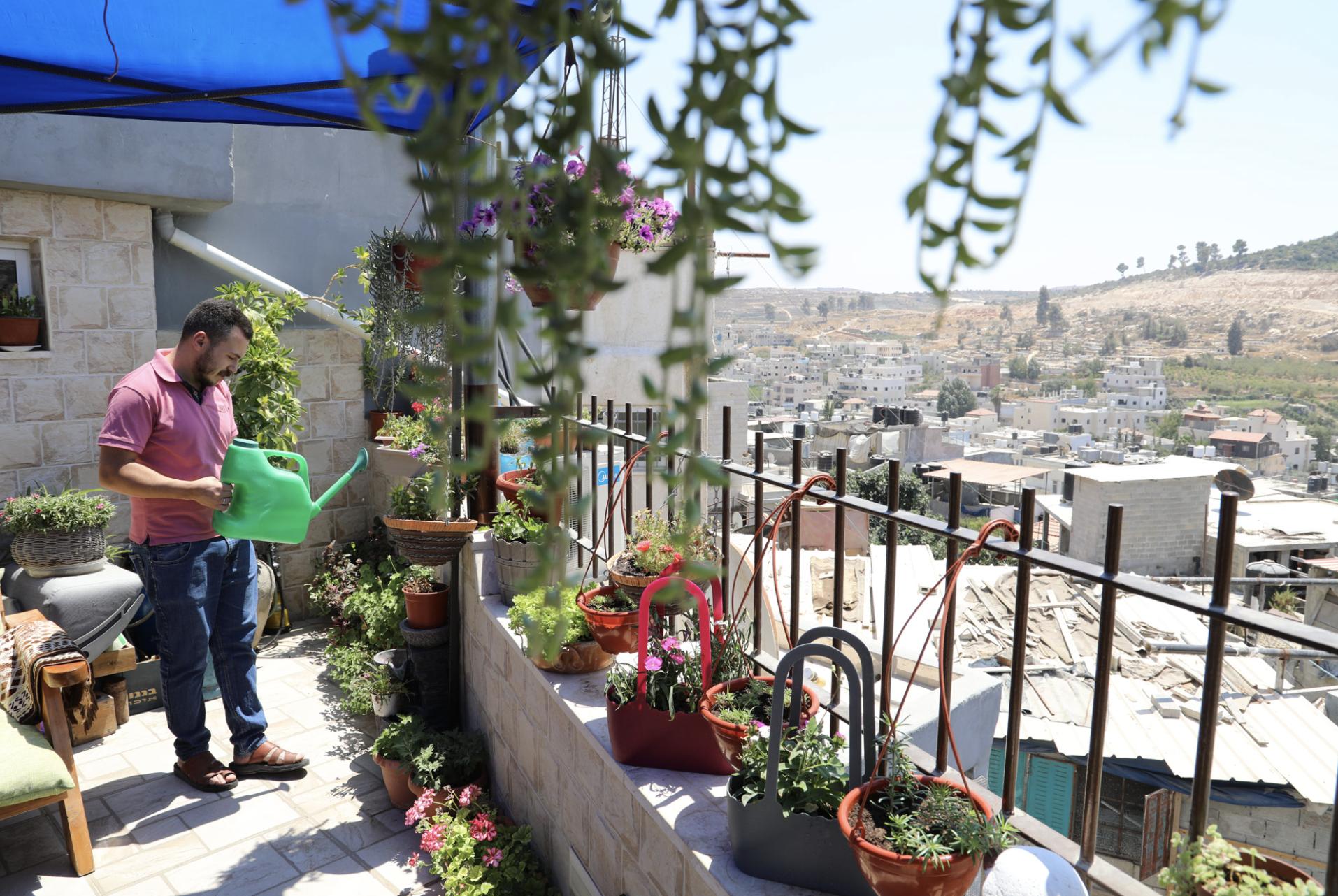 Espacios verdes para calmar la ansiedad provocada por incursiones israelíes