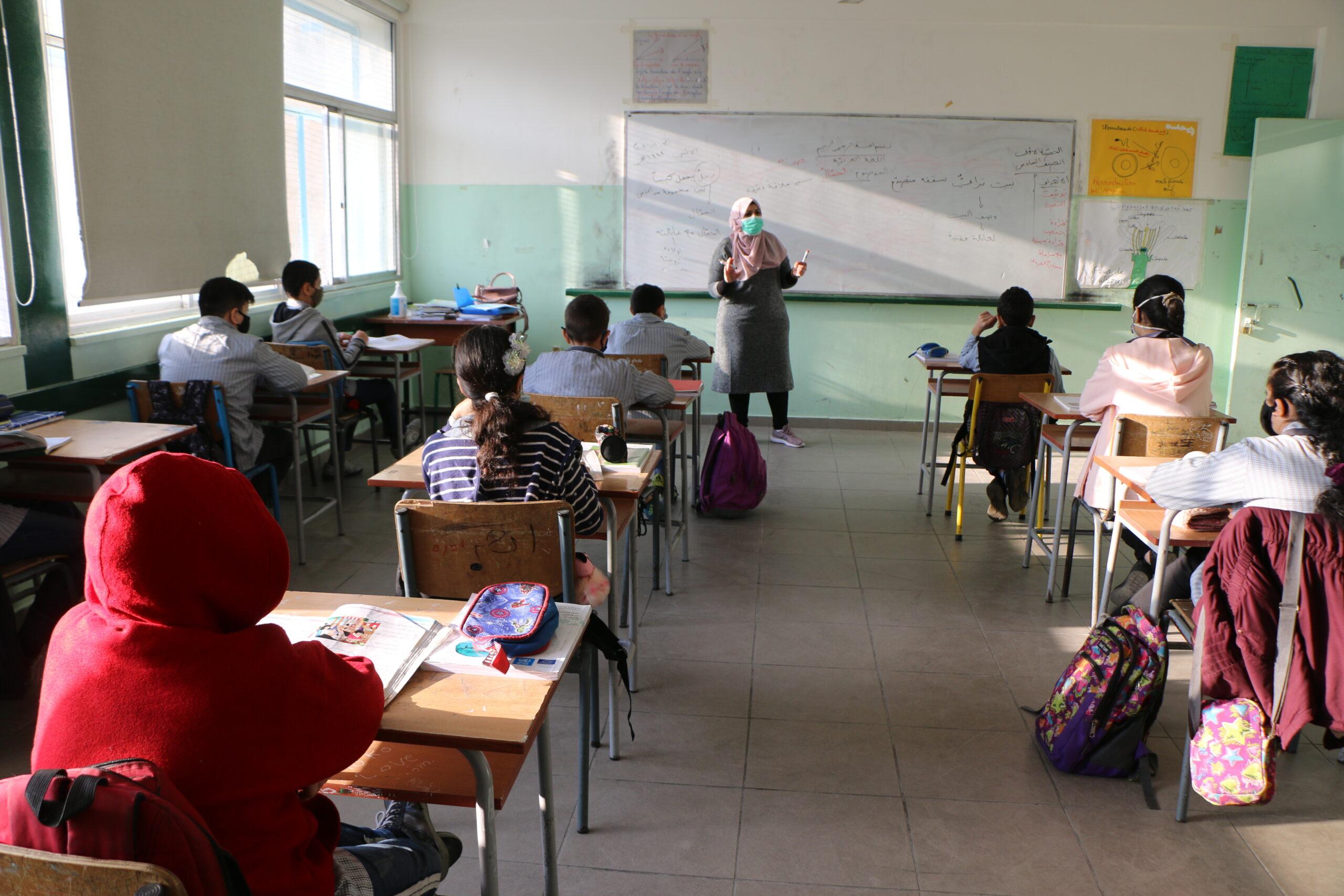 Los orientadores escolares de UNRWA se vuelcan con los menores en un Líbano al borde del abismo