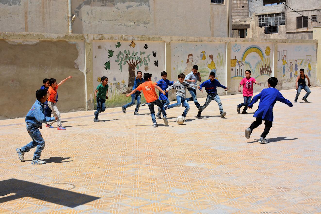 Siete niños refugiados de Palestina resultan heridos por la explosión de restos explosivos de guerra cerca de Alepo